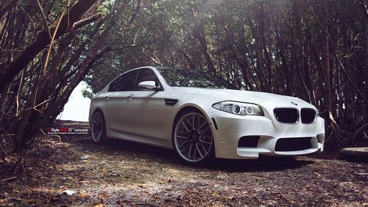 rides-white-bmw-m5-carlos-correa-mc-customs-21-inch-vellano-vkk